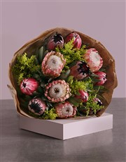 Send this striking proudly Netflorist bouquet to a