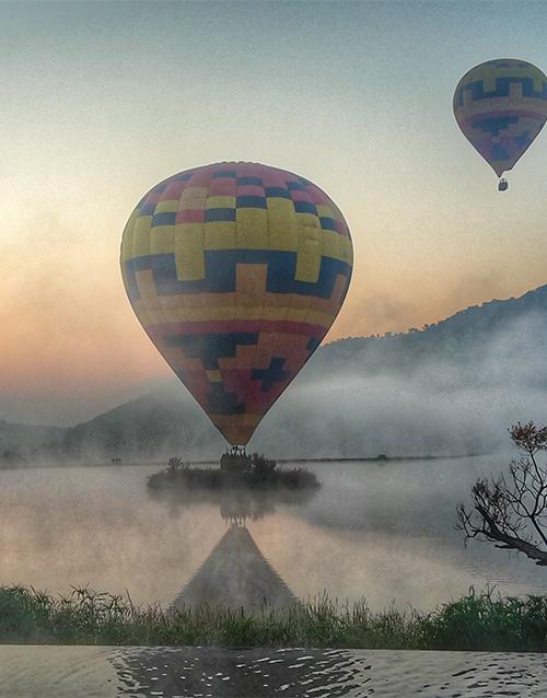 balloon: Hot Air Balloon Classic Flight with Breakfast!