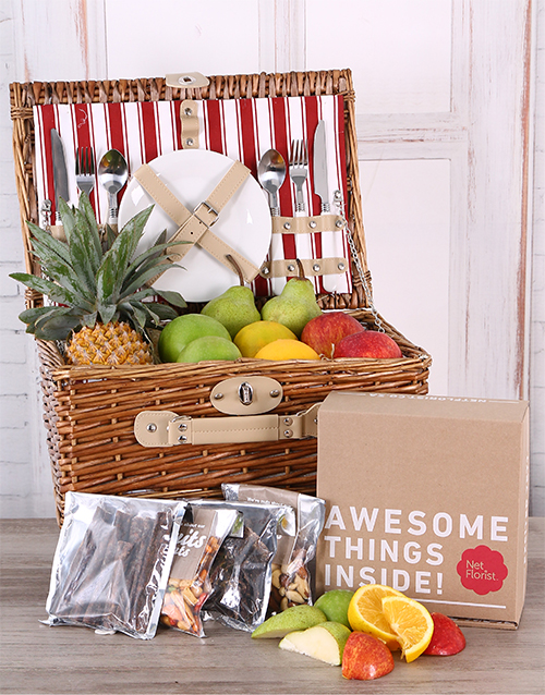 gourmet: Fruit and Snack Picnic Basket!