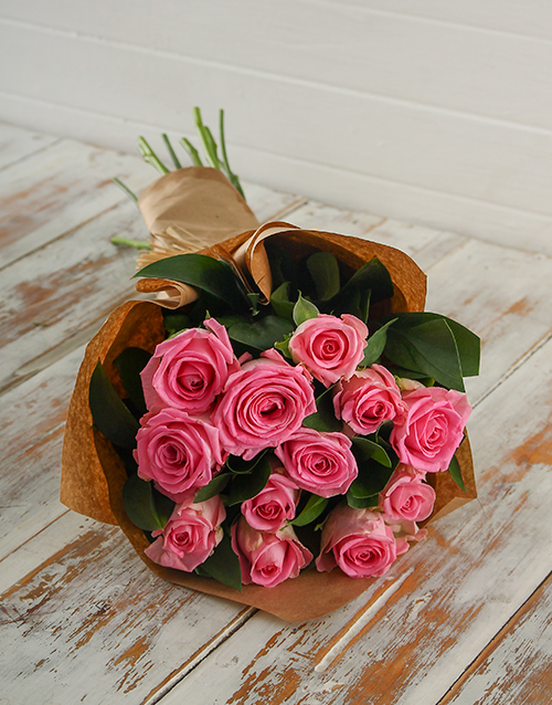 bouquets: Pink Roses in Craft Paper!