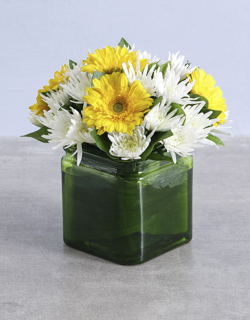 vase: Yellow and White Floral in Vase!