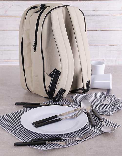 gourmet: Picnic Backpack Hamper!