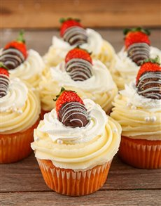 bakery: Strawberries and Cream Cupcakes!