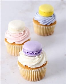 bakery: Le Petite Macaroon Cupcakes!