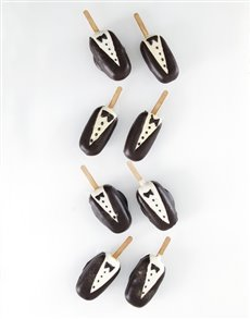 bakery: Tuxedo Cakes on a Stick!