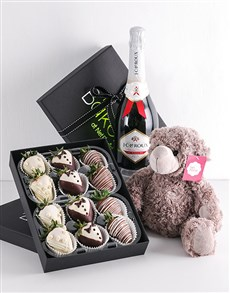 bakery: Bride and Groom Dipped Strawberry Gift Hamper!