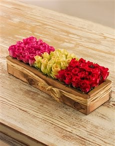 flowers: Grouping Pink, Red & White Roses in a Crate!