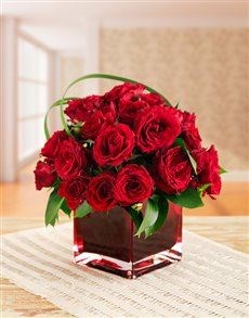 flowers: Romantic Red Kenyan Cluster Roses in a Red Vase!