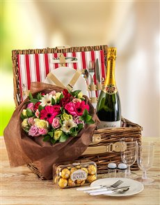 gifts: Perfect Bliss Picnic Basket!