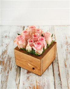 flowers: Pink Roses in a Petite Wooden Box!