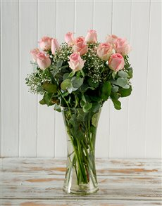 flowers: Bunch of Pink Roses in Vase!