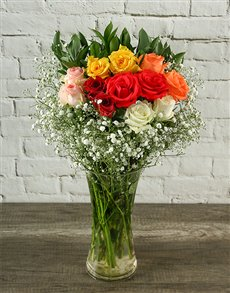 flowers: Mixed Roses Flowering Bouquet in a Vase!