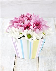 flowers: White and Lilac Spray Cupcake!
