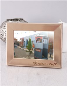 gifts: Personalised Date and Place Photo Frame!