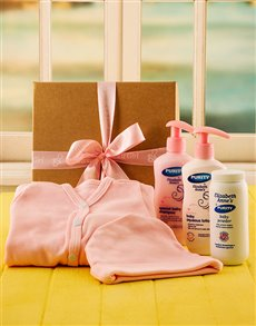 gifts: Baby Girl Bed and Bathtime Gift Set!