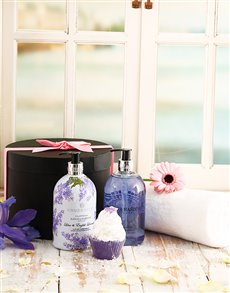 gifts: Fit for a Queen Pamper Hamper!