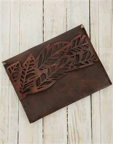 gifts: Ilundi Geometria Jungle Tan Clutch !