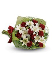 Add some romance with this rich bouquet of luxurio
