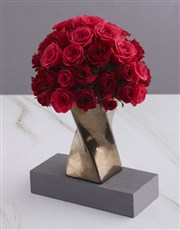 A Twist of Red and Cerise Roses