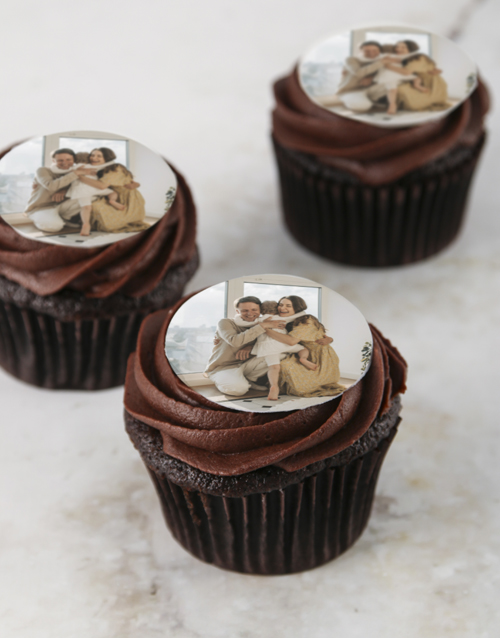love-and-romance: Personalised Chocolate Photo Cupcakes!