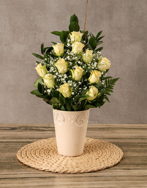 anniversary: Arrangement of Cream Roses!