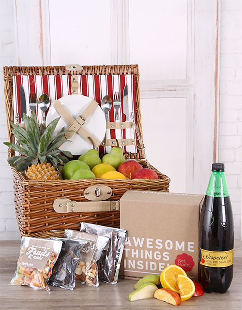 gourmet: Fruit, Snack, and Grapetiser Picnic Basket!