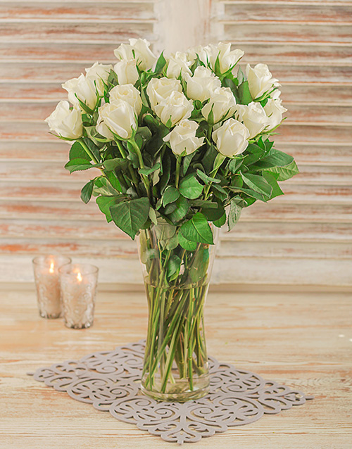 sameday: White Roses in a Glass Vase!