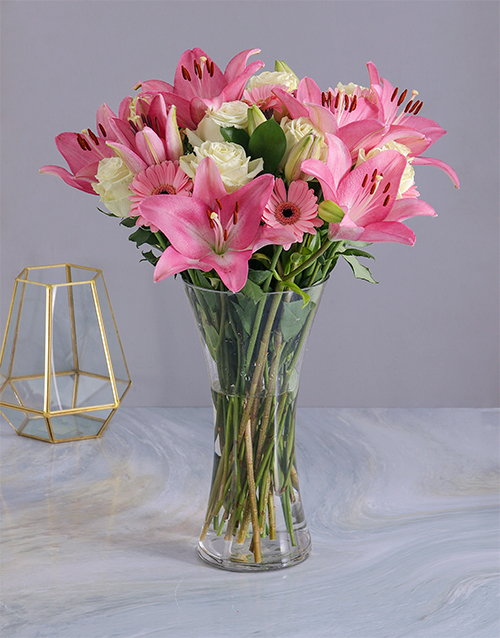 colour: Pastel Seasonal Flowers in a Glass Vase!