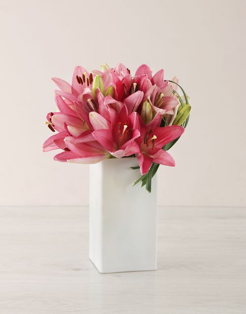colour: Pink Asiflorum Lily and Leriopi Vase!