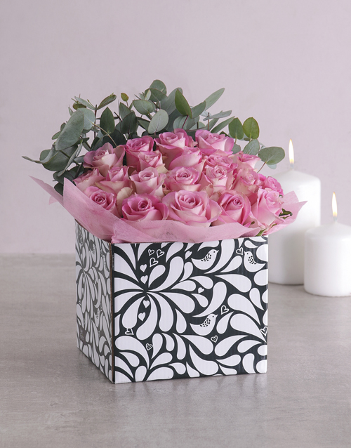 colour: Pink Roses in Black and White Box!