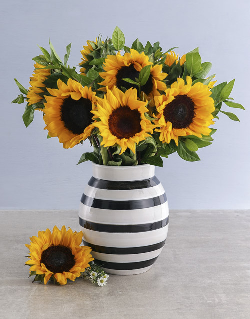 colour: Sunflowers In A Black And White Vase!