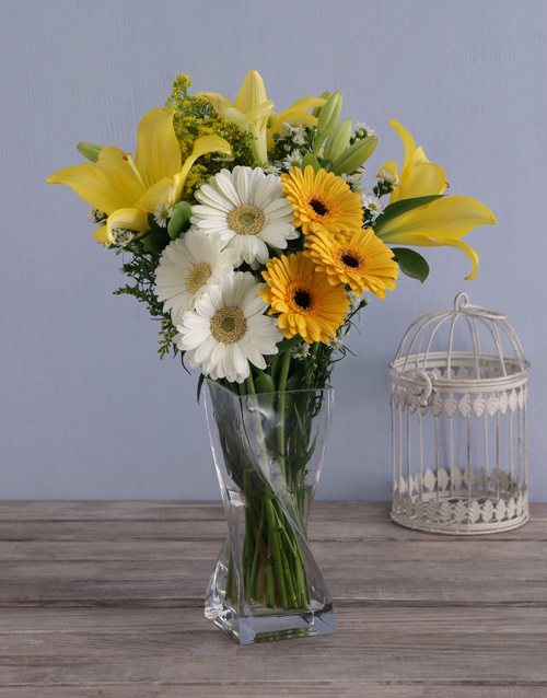 easter: Sunbright Daisies in a Vase!