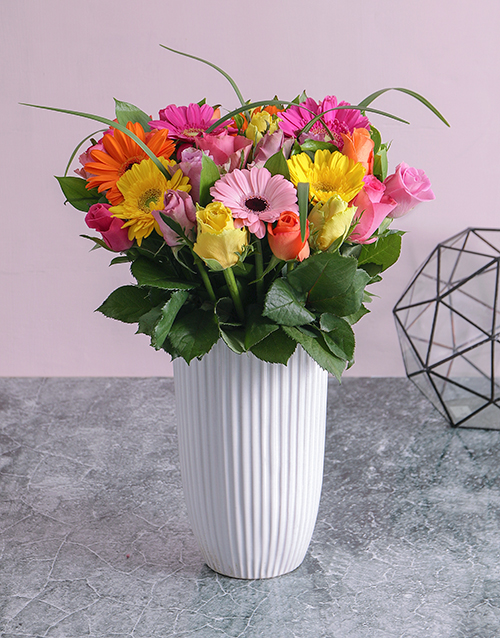colour: Mixed Rose and Gerbera Daisy Arrangement!