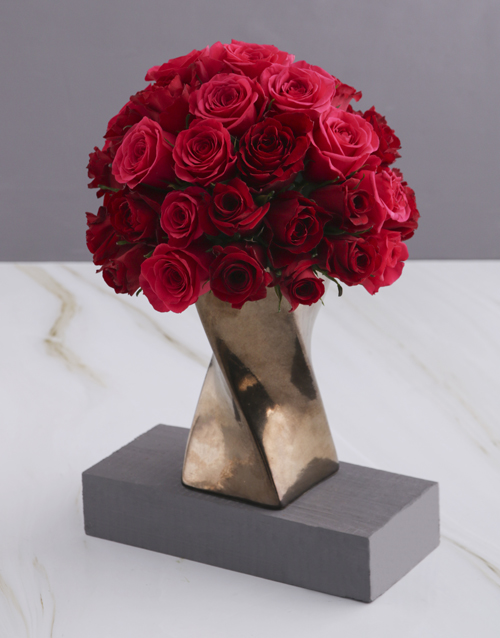 new-years: A Twist of Red and Cerise Roses!