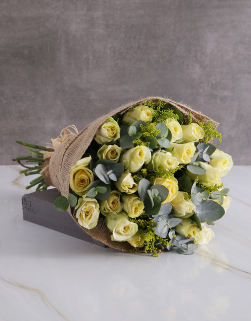 anniversary: Dreamy Cream Roses In Hessian!