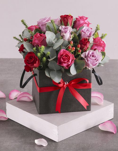 anniversary: Vibrant Mixed Roses in Hatbox!