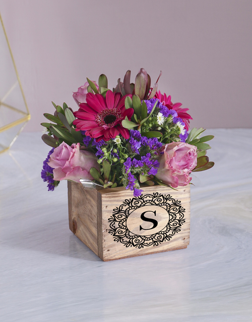 christmas: Mixed Flowers In Wooden Box!