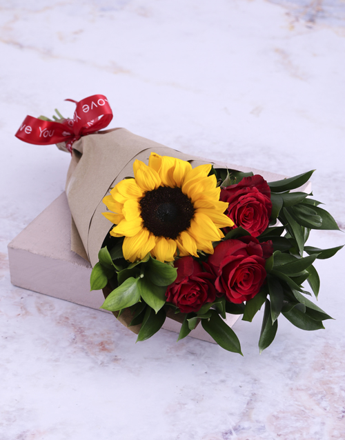 christmas: Red Rose and Sunshine Bouquet!
