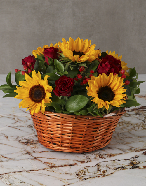 christmas: Cheerful Sunflowers and Roses in Wooden Basket!