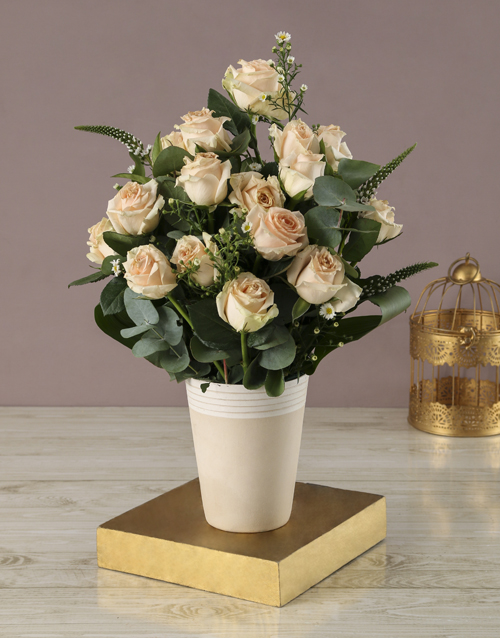 coloured-vases: Peachy Rose and White Daisy Bouquet!
