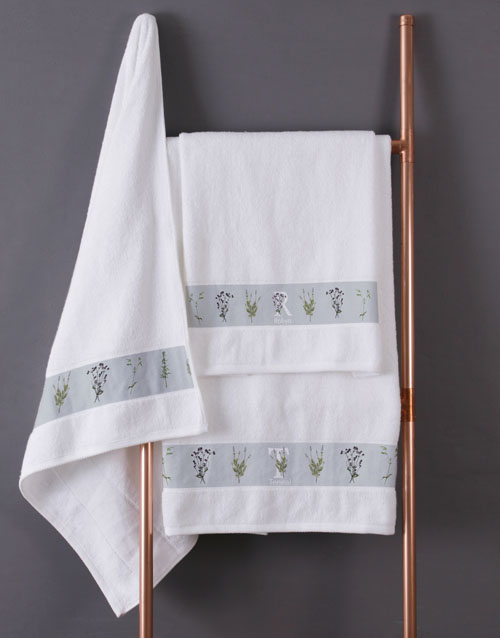 bath-and-body: Personalised Green Leaves White Towel Set!