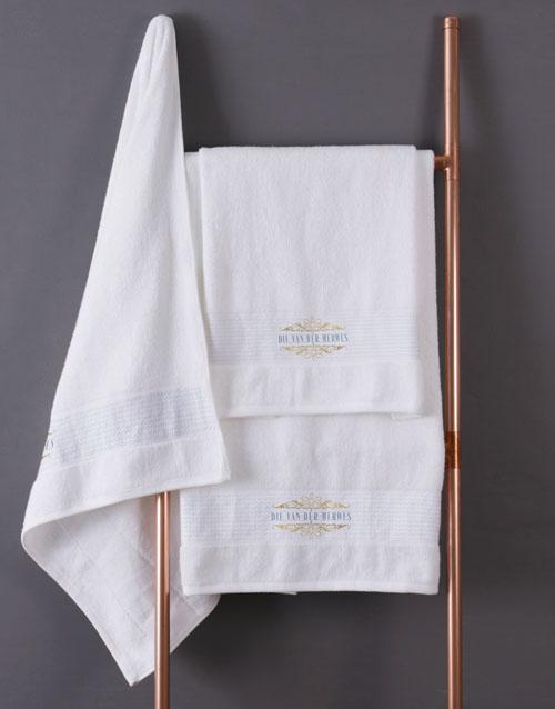christmas: Personalised Mnr & Mev White Towel Set!