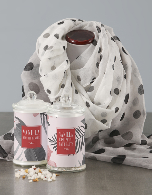 bosses-day: Spot Scarf With Red Floral Bath Set!