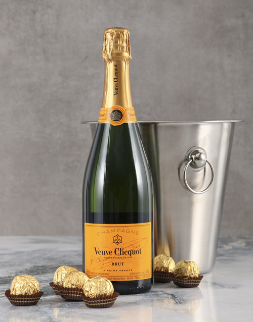 love-and-romance: Veuve Clicquot Gift Hamper!