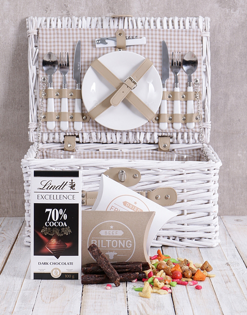 year-end: Delightful Snack Attack Picnic Basket!