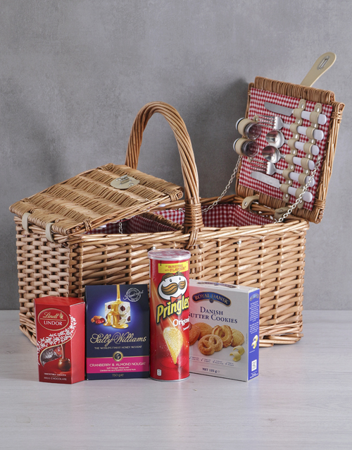 year-end: Snackers 4 Person Picnic Basket!