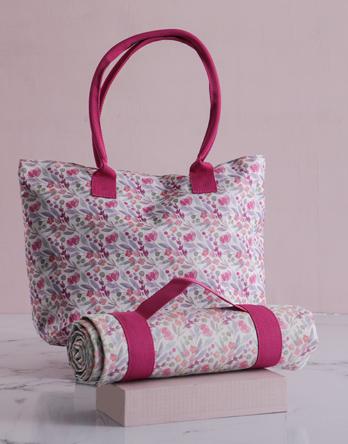 apparel: Pink Floral Tote Bag With Mat!