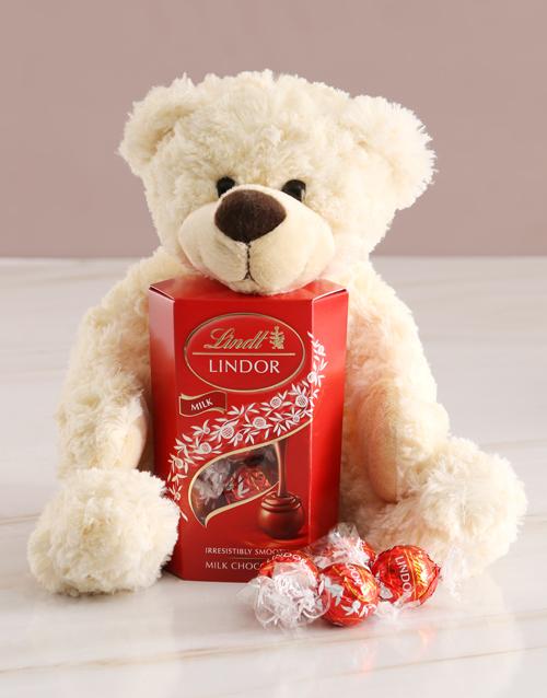 christmas: Teddy Bear With Lindt Chocolate!
