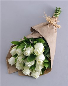 gifts: White Roses in Craft Paper!