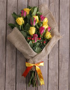 gifts: Vivid Bunch of Roses in Hessian!